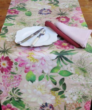 """Table runner """"La Vie En Rose"""""""